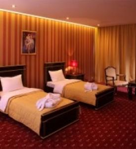 Thảm khách sạn màu đỏ đẹp